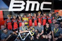 L'équipe BMC fière de son Maillot Jaune