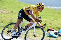 Greg Van Avermaet défend son maillot jaune dans la descente du col d'Aspin