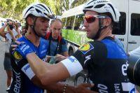 Fernando Gaviria congratulé par ses coéquipiers