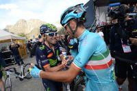 Vincenzo Nibali, congratulé par Alejandro Valverde