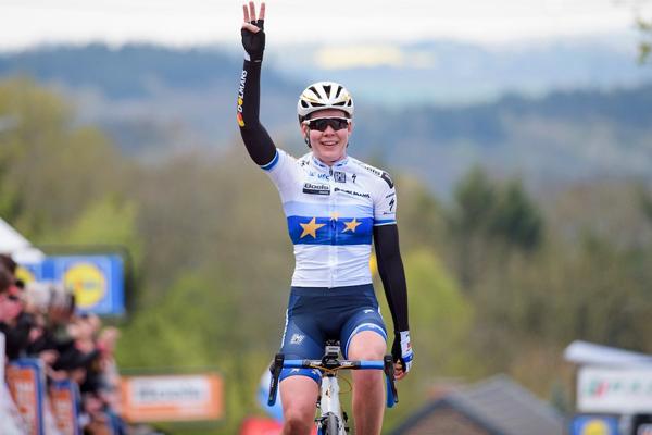 Anna Van Der Breggen gagne la Flèche Wallonne 2017