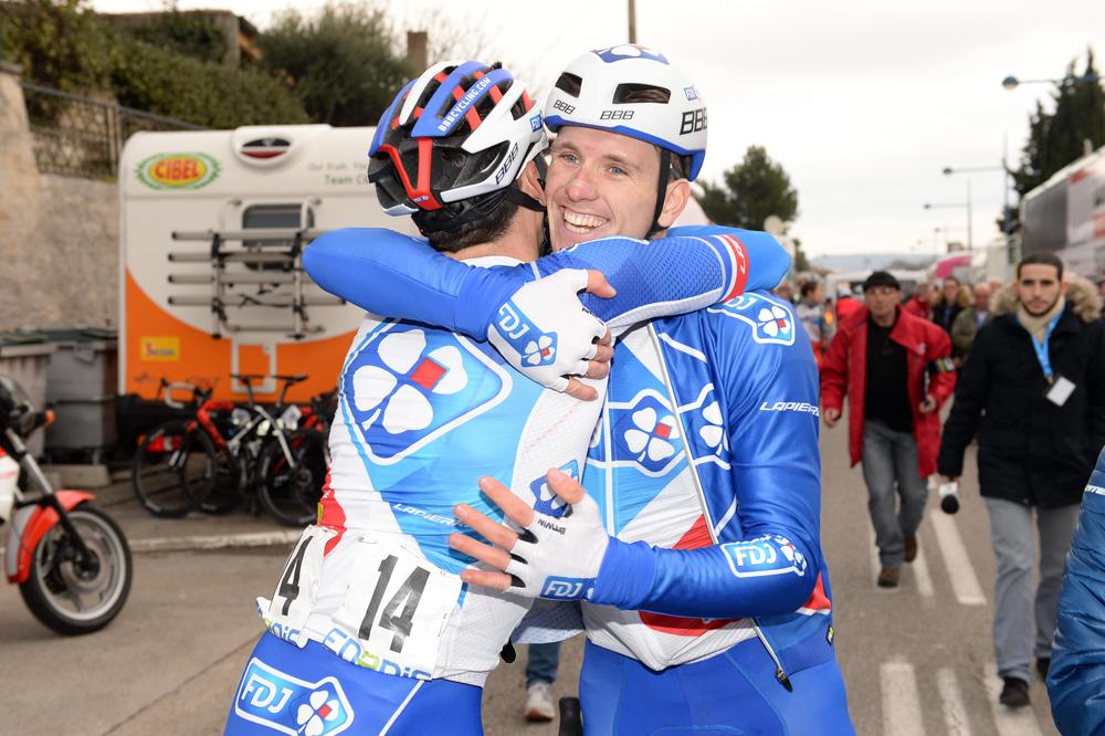 Arnaud Démare congratule Davide Cimolai