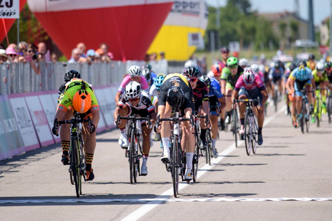 D'Hoore battant Hosking sur le Giro Rosa 2017