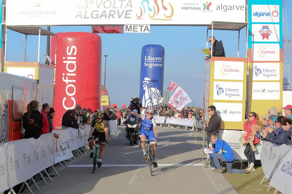 Daniel Martin domine Primoz Roglic à Foia