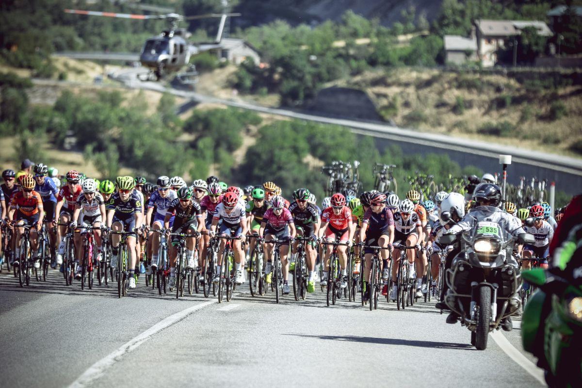 Le peloton de la course by le Tour