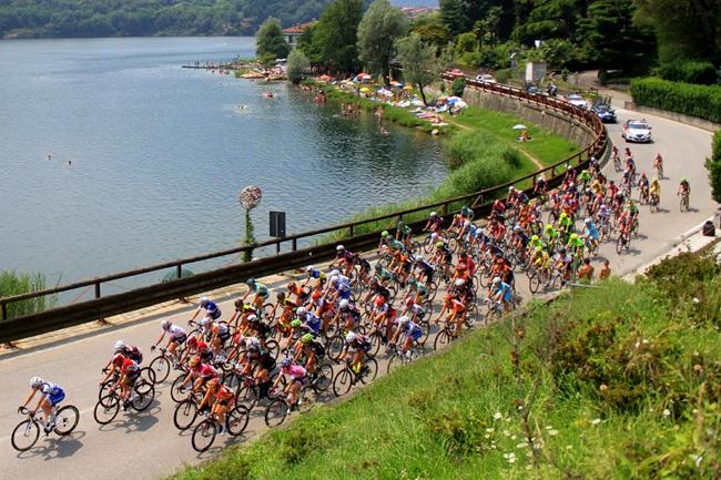 Le peloton du Giro Rosa 2016 vers Verbania