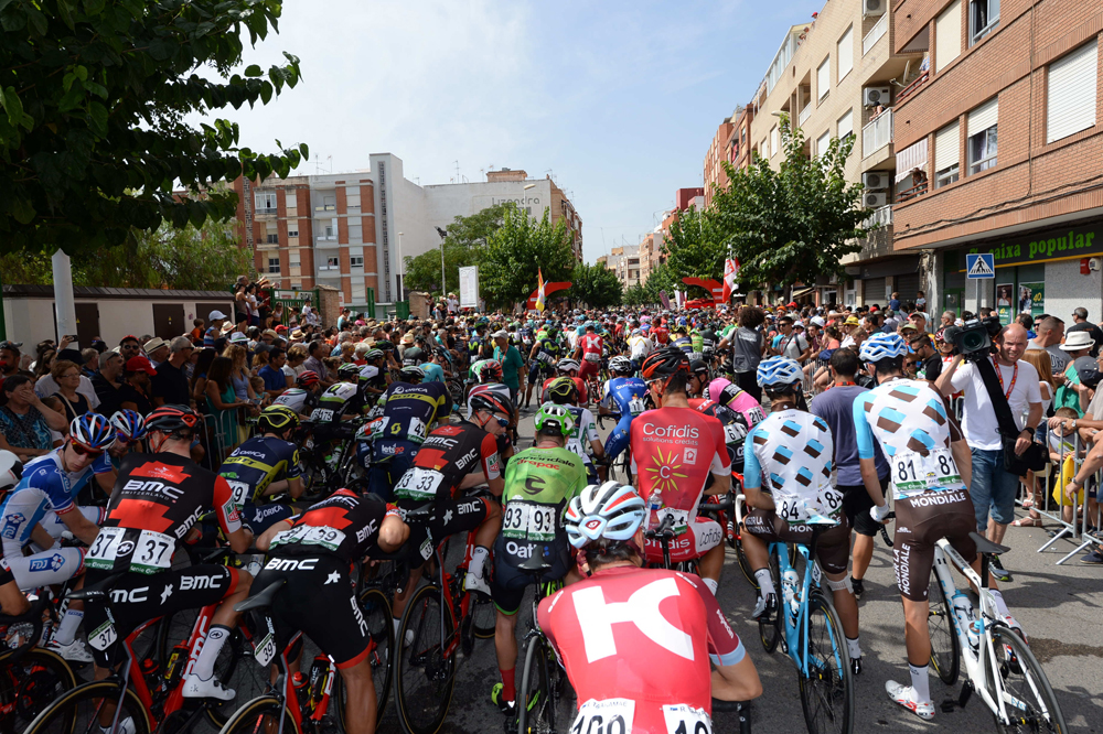 Le peloton du Tour d'Espagne au départ