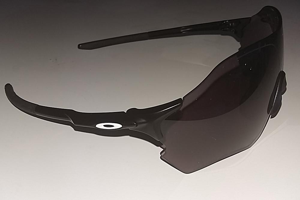 Les lunettes Oakley EVZero