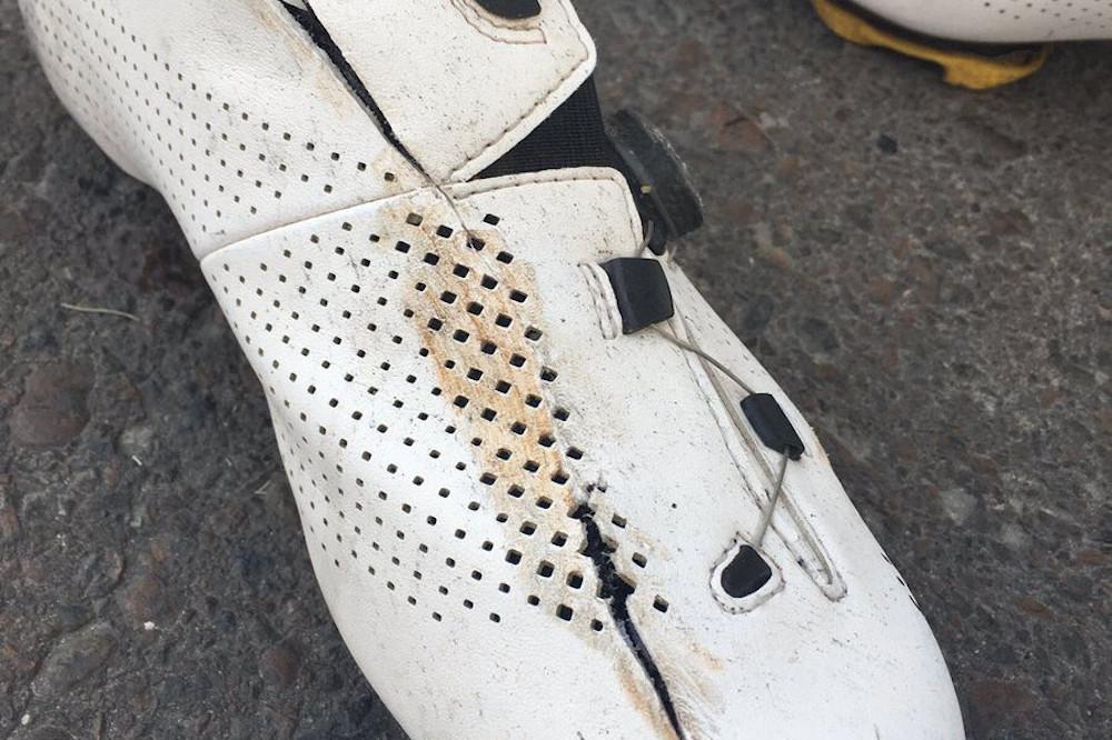 Sa chaussure sectionnée de part en part, Owain Doull accuse le disque de Marcel Kittel