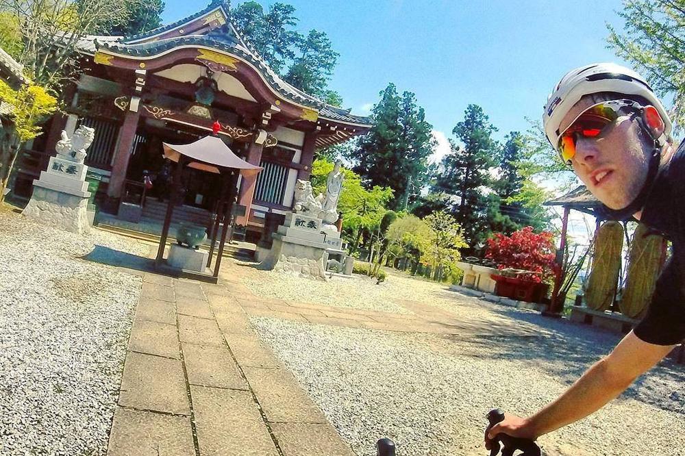 Tom Bossis visite les temples japonais