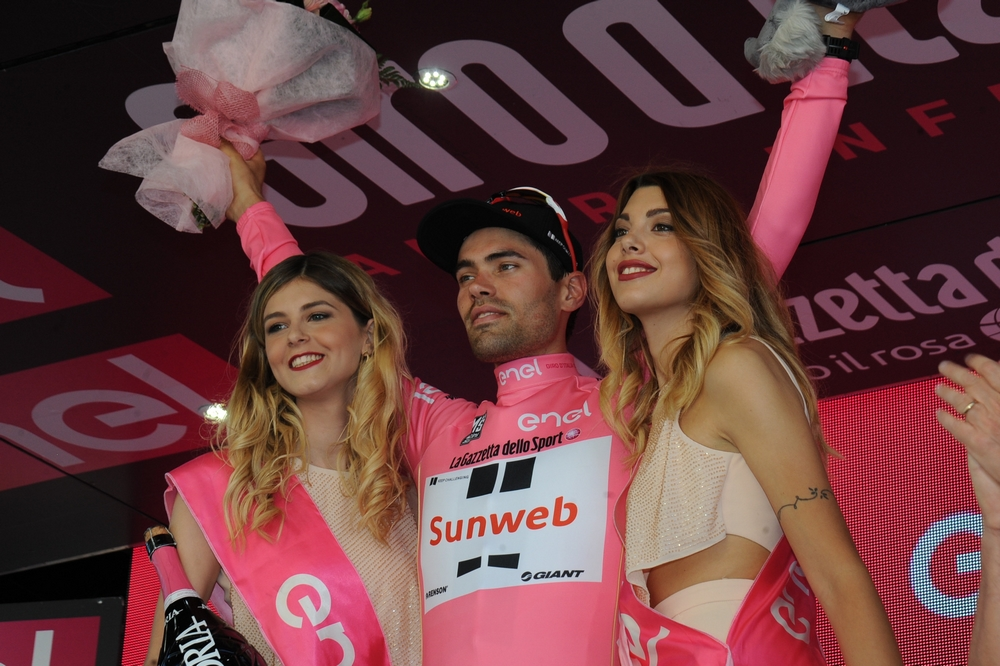 Tom Dumoulin savoure un nouveau maillot rose