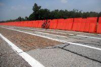 Des passages très rugueux, des pavés type Flandres disjoints, des dalles, bienvenue en test pneus land Pirelli