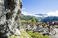 Le peloton du Tour de France avec Fabio Aru en jaune