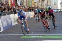 Thibaut Pinot gagne son étape au Tour des Alpes