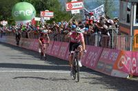 Tom Dumoulin triomphe en rose à Oropa