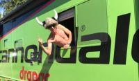 Uran s'amuse dans le bus Colorado Classic