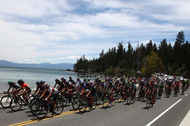 Le peloton du Tour of California 2016 près du Lac Tahoe