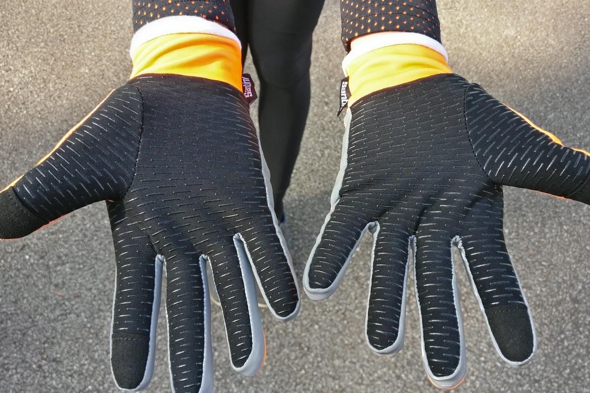 Les paumes siliconées des gants Santini Acquazero Vega