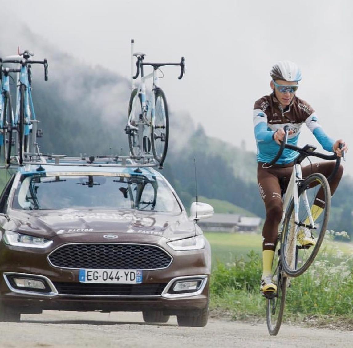 Romain Bardet à l'aise sur son vélo