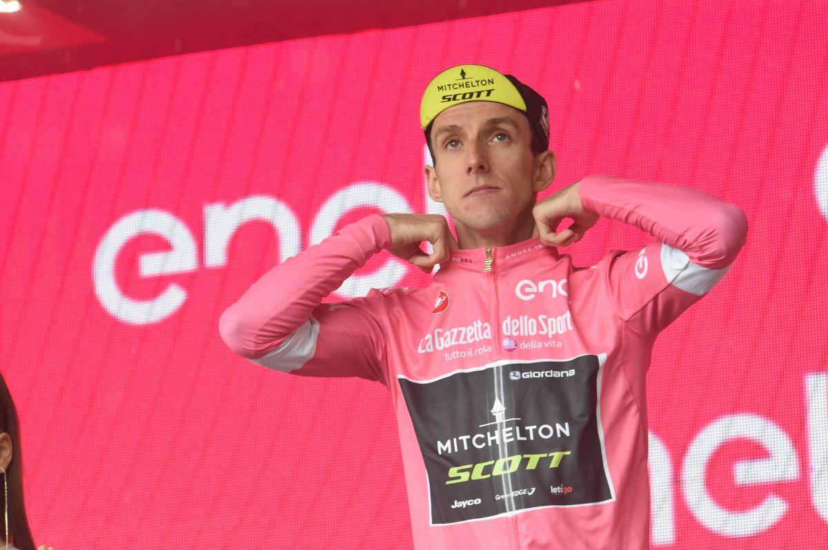 Simon Yates en rose sur le Giro