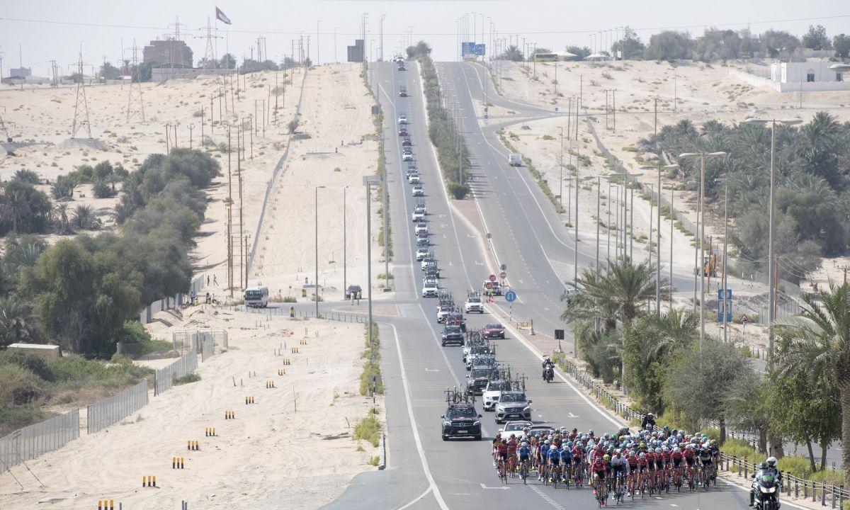 Cavendish abandonne sur chute dans la première étape — Tour d'Abu Dhabi