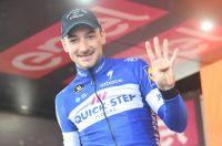 Elia Viviani puissance 4 sur le Giro