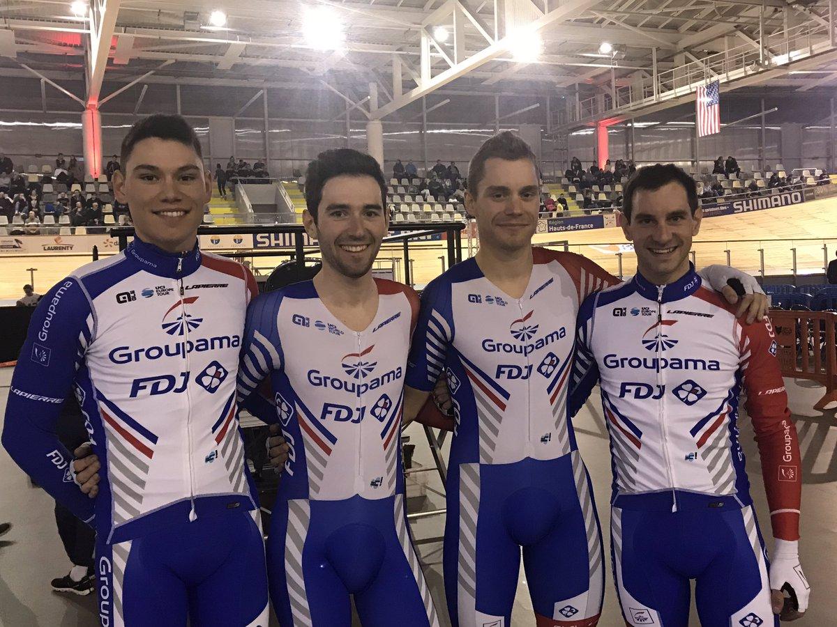 Clément Davy et ses coéquipiers au vélodrome de Roubaix