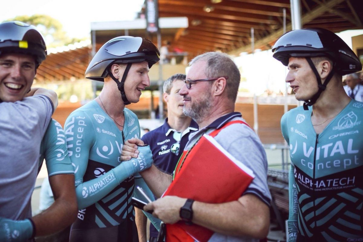 Corentin au côté de son plus grand supporter : son père et ancien champion, Philippe.