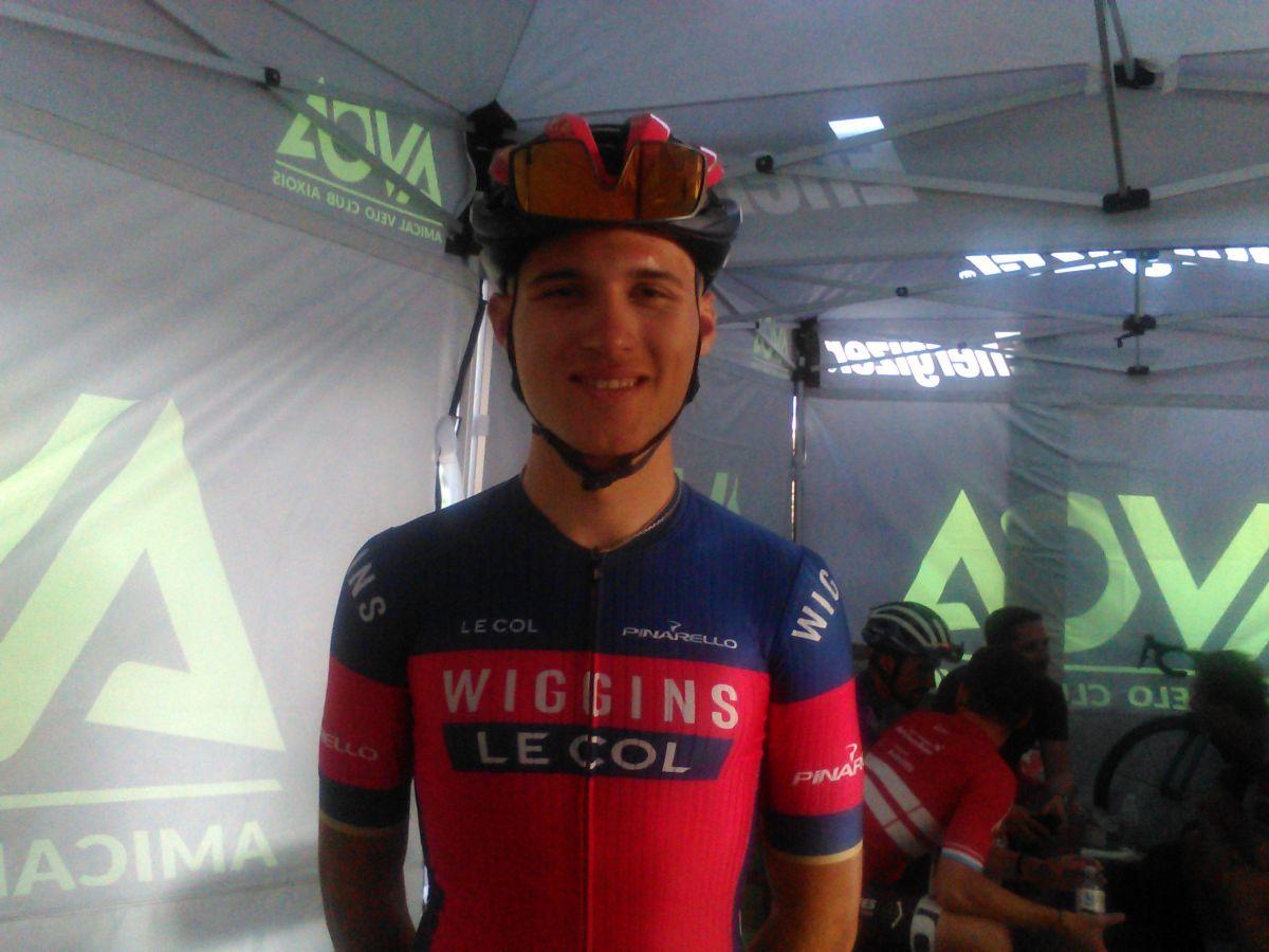 Corentin Navarro avec le maillot du Team Wiggings