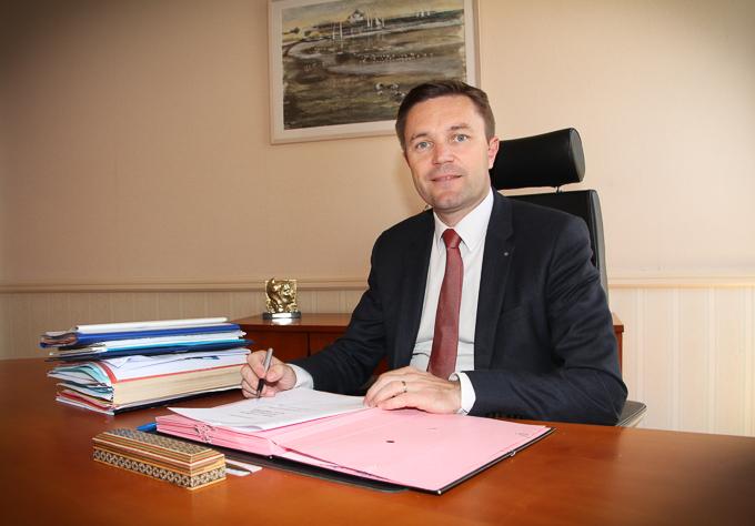 David Lappartient dans son bureau à la mairie de Sarzeau