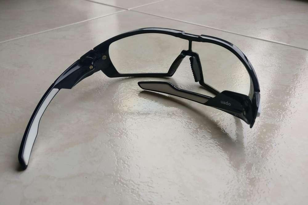 Deux verres de marque Zeiss équipent les lunettes