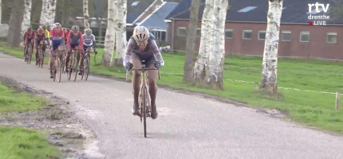 Ellen Van Dijk tente sa chance à 10km de l'arrivée