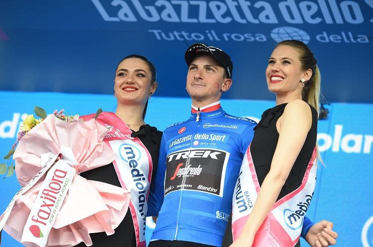 Giulio Ciccone endosse le maillot bleu de meilleur grimpeur_01