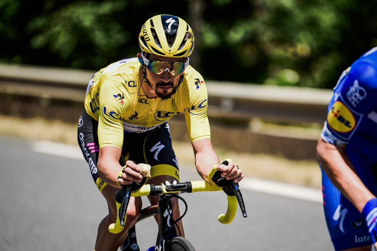 Julian Alaphilippe garde le maillot jaune