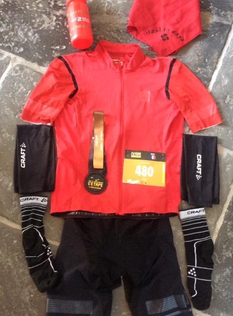 L'équipement de l'étape du Tour avec la médaille de finisher
