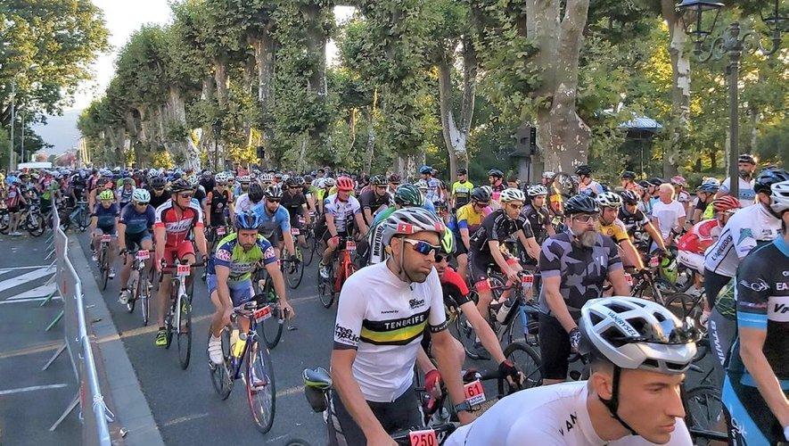 L'immense peloton d'amateurs rassemblé par la cyclosportive