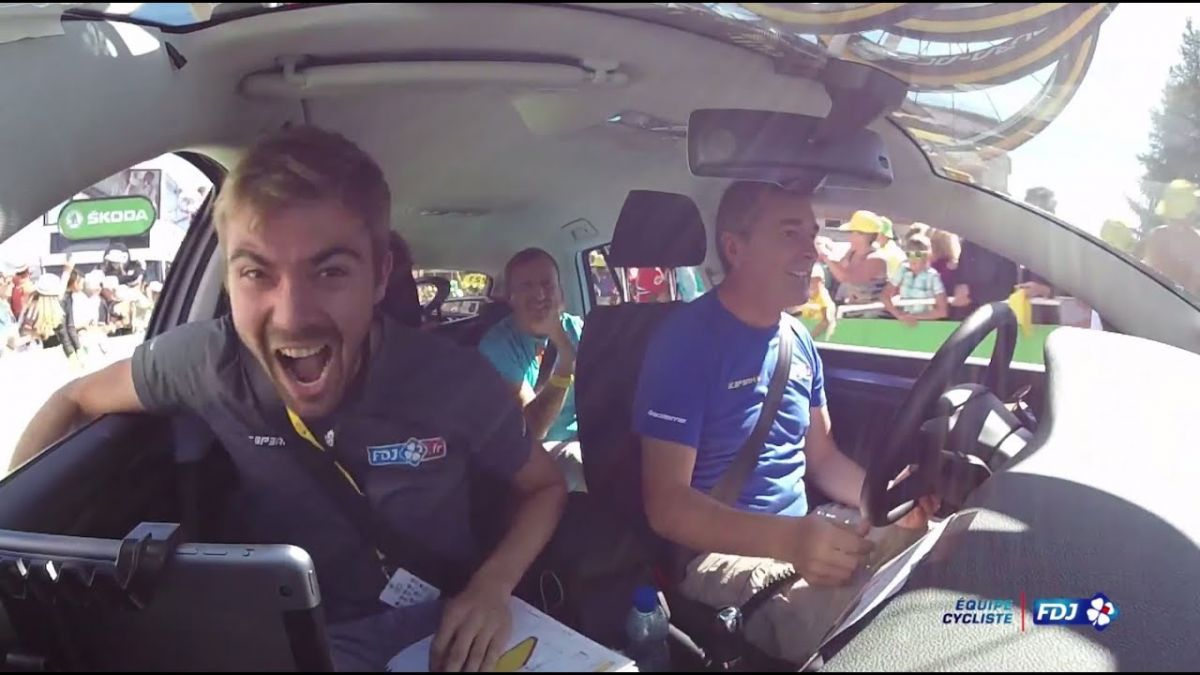 La joie de Julien Pinot après la victoire de son frère à l'Alpe d'Huez en 2015