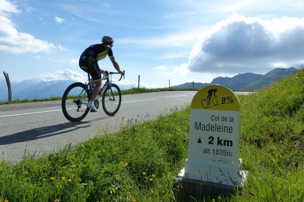 Le col de la Madeleine, évidemment emprunté par certains participants de la cyclosportive