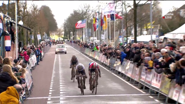 Le sprint final remporté par Bastianelli