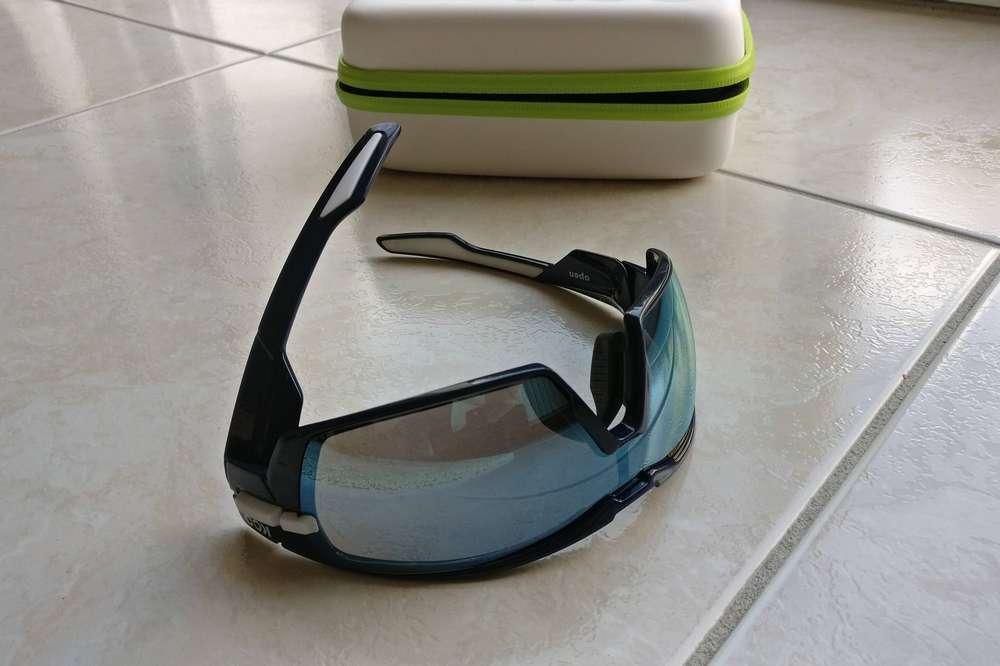 Le système de repli des branches des lunettes Koo Open