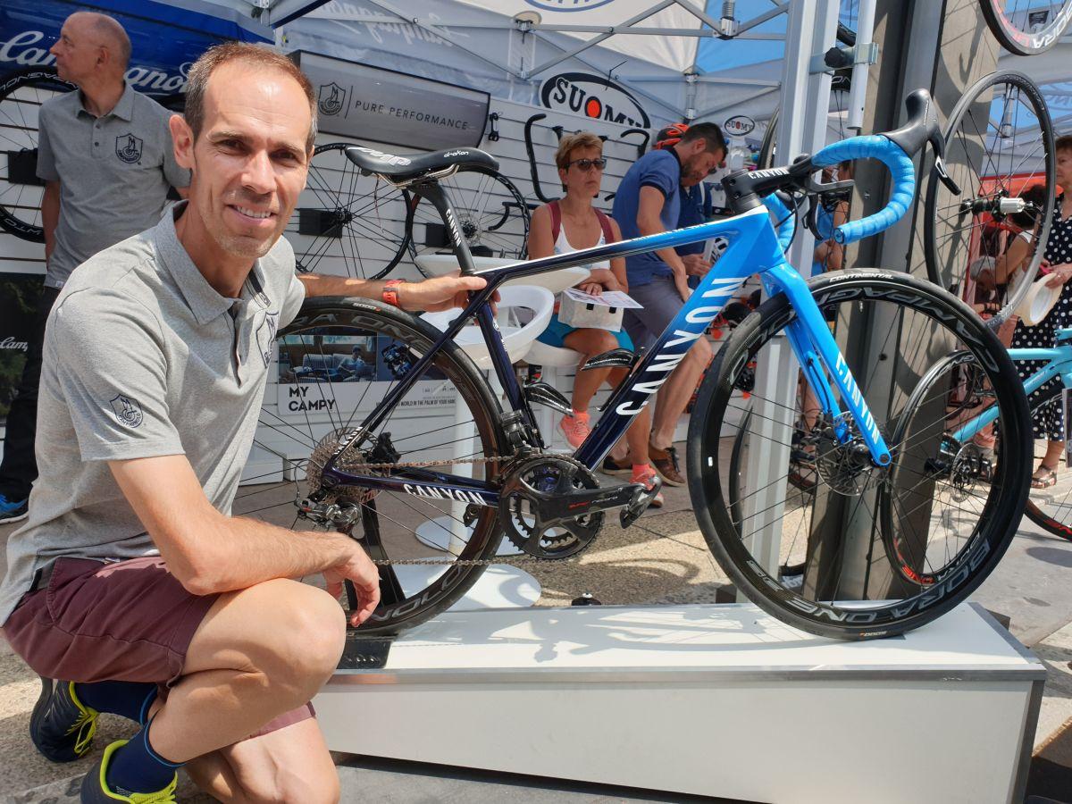 Le vélo de la formation Movistar équipé en Super record eps