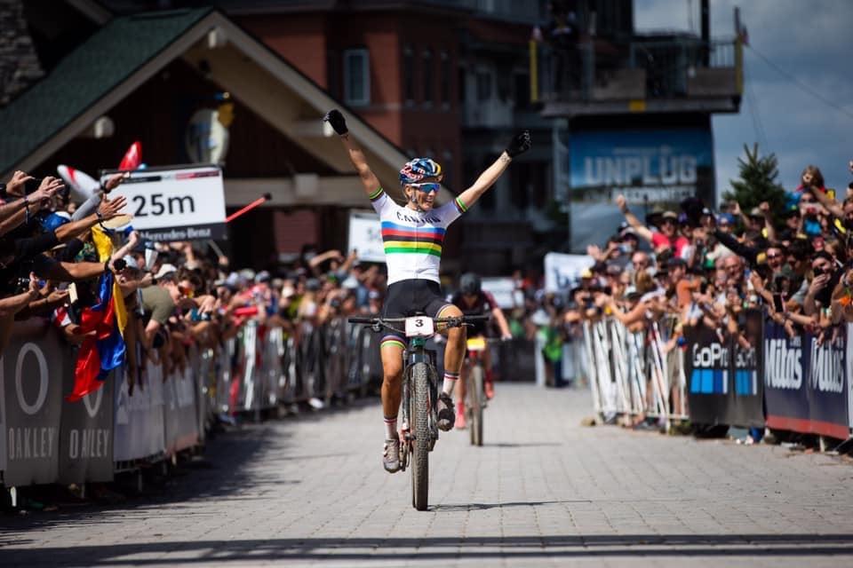 Pauline Ferrand Prevot gagne en arc-en-ciel
