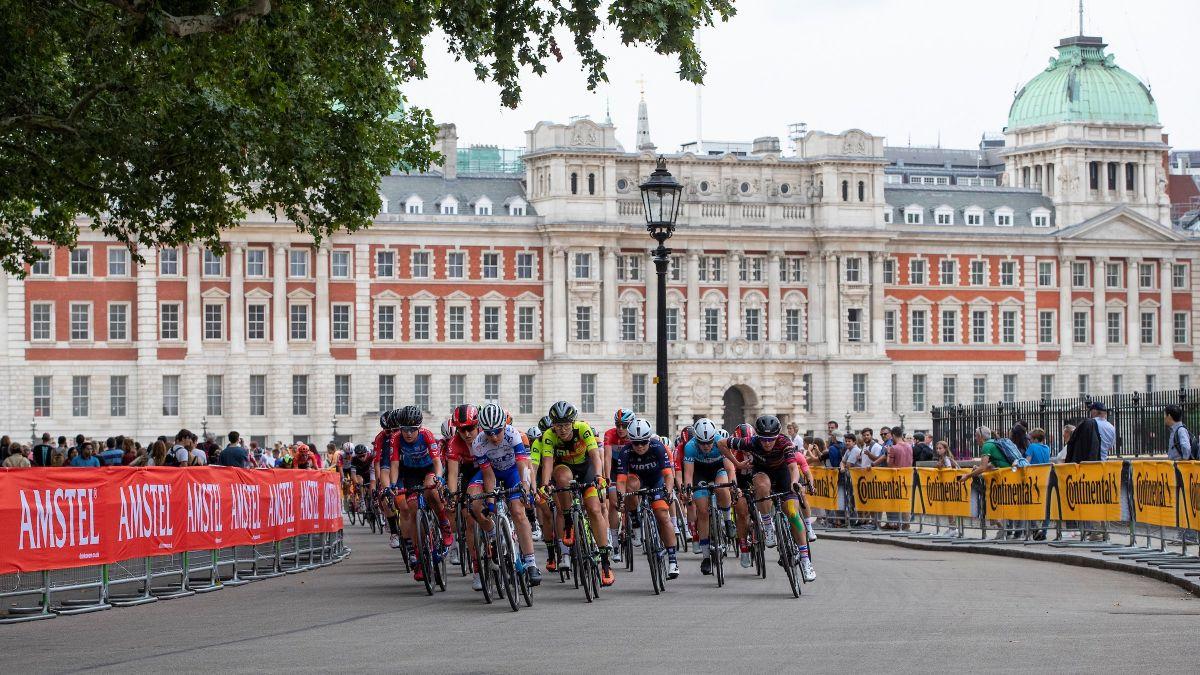 Le peloton féminin dans les rues de Londres