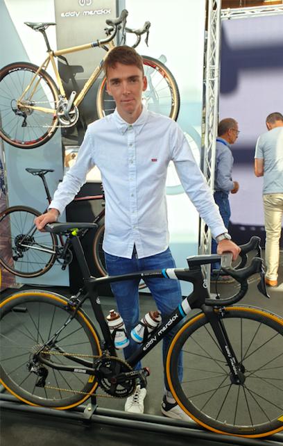 Romain Bardet au stand d'Eddy Merckx à l'occasion de l'Eurobikes 2019