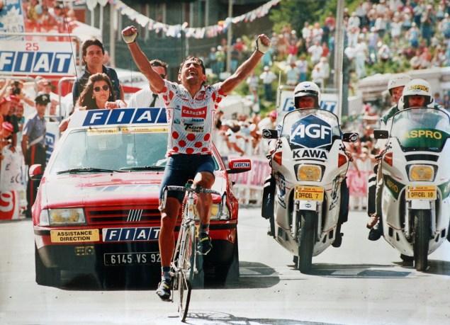 Si Claudio Chiappucci l'emporte à Sestrière lors du Tour de France 1992, c'est bien Miguel Indurain qui s'empare du maillot jaune