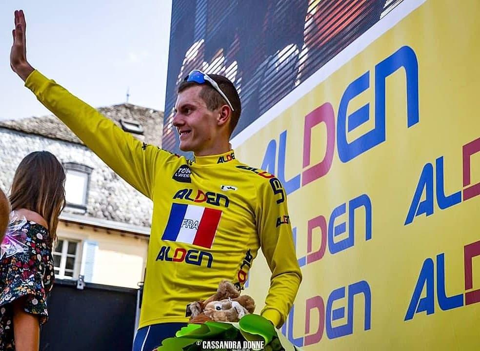 Simon Guglielmi avec le maillot jaune sur le Tour de l'Avenir