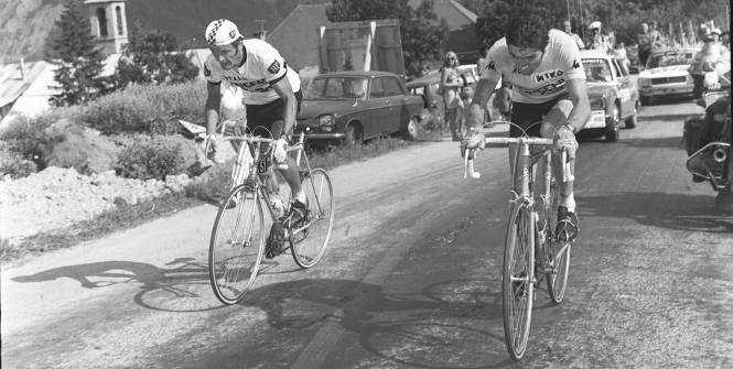 Sur les pentes de Pra-Loup, Bernard Thévenet attaque Merkx pour s'envoler vers la victoire d'étape et le maillot jaune