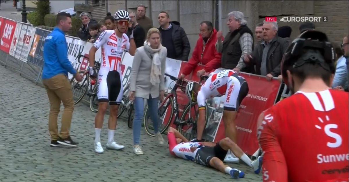 Van der Poel a chuté sur sa course de reprise b