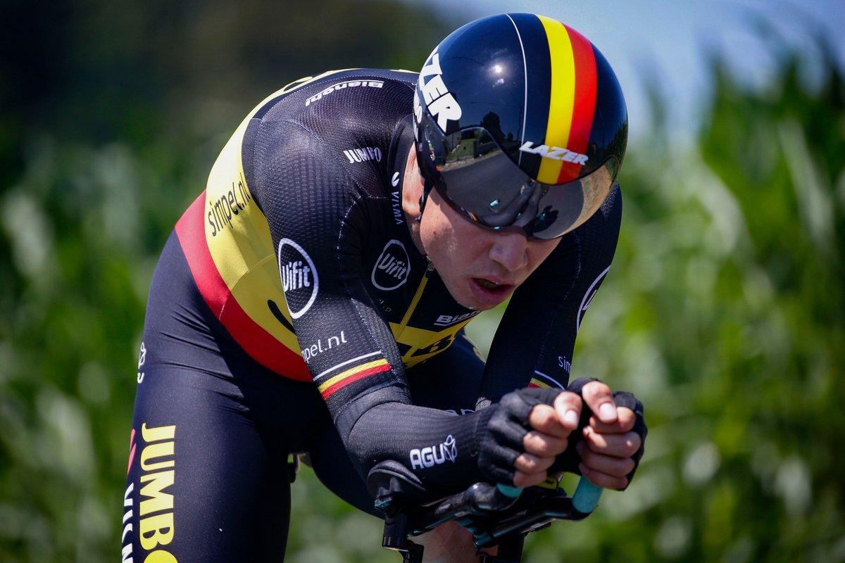 Wout Van Aert chute violemment sur le CLM