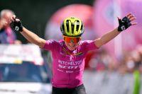 Giro Rosa : Annemiek Van Vleuten seule au monde